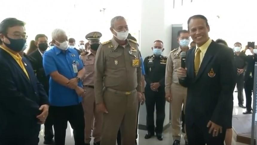 องคมนตรีพงษ์เทพ รับมอบเครื่องฟอกอากาศและกำจัดฝุ่น PM 2.5