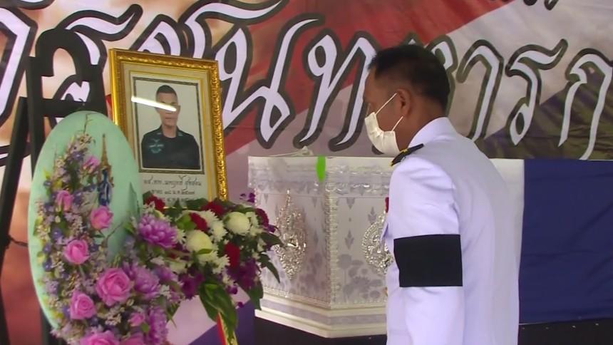 ผู้ว่าฯ ปัตตานี เชิญพวงมาลาหลวงวางหน้าหีบศพ อาสาสมัครทหารพราน เสียชีวิตจากปฏิบัติหน้าที่
